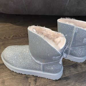 Ugg mini Bailey bow silver sparkle boot